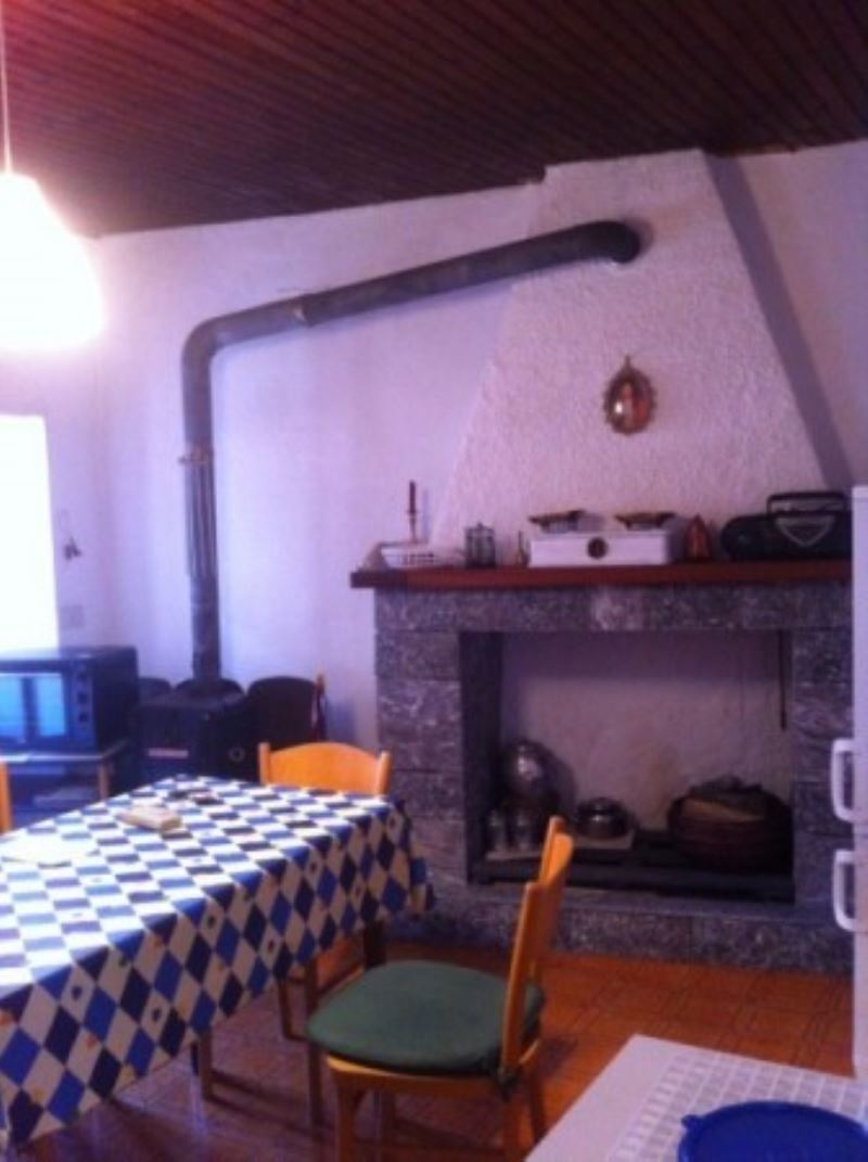 Appartamento in vendita a Agra, 4 locali, prezzo € 67.000 | Cambio Casa.it