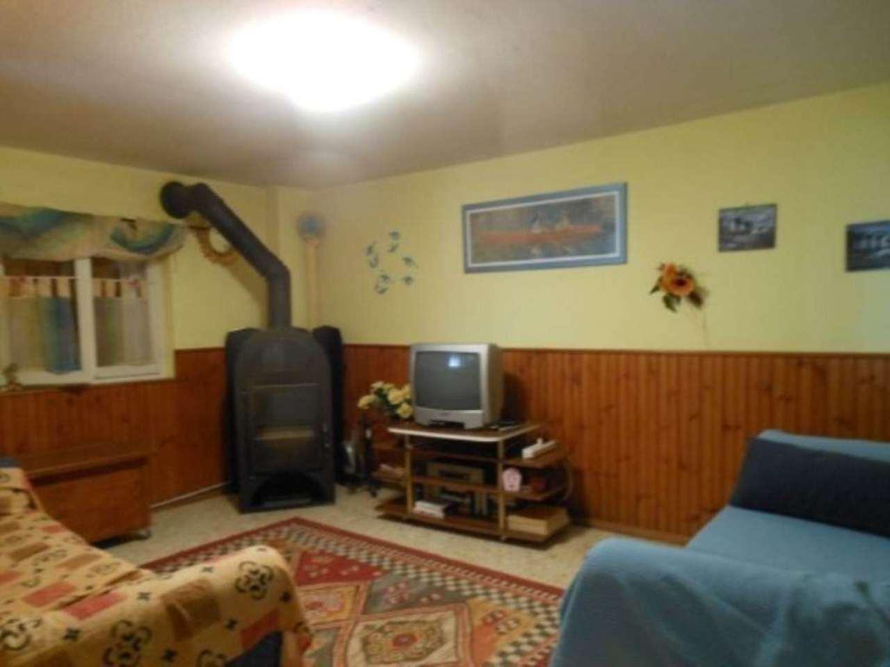 Appartamento in vendita a Agra, 3 locali, prezzo € 95.000 | Cambio Casa.it