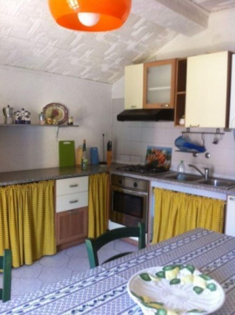 Appartamento in vendita a Luino, 9999 locali, prezzo € 135.000 | Cambio Casa.it