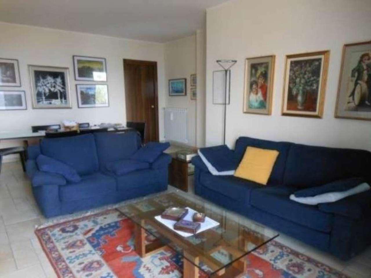 Villa in vendita a Luino, 6 locali, Trattative riservate | CambioCasa.it