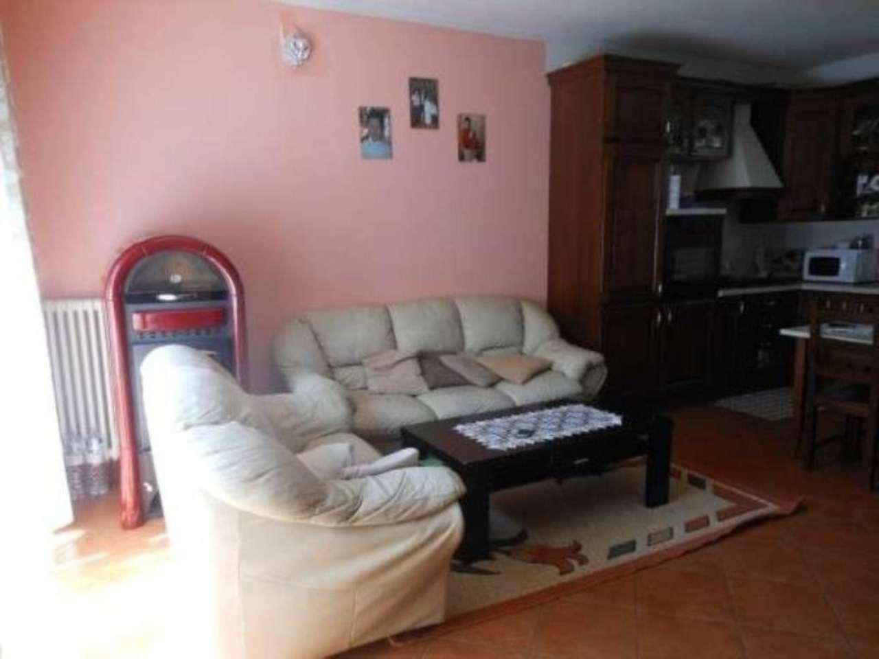 Appartamento in vendita a Luino, 3 locali, prezzo € 130.000 | CambioCasa.it