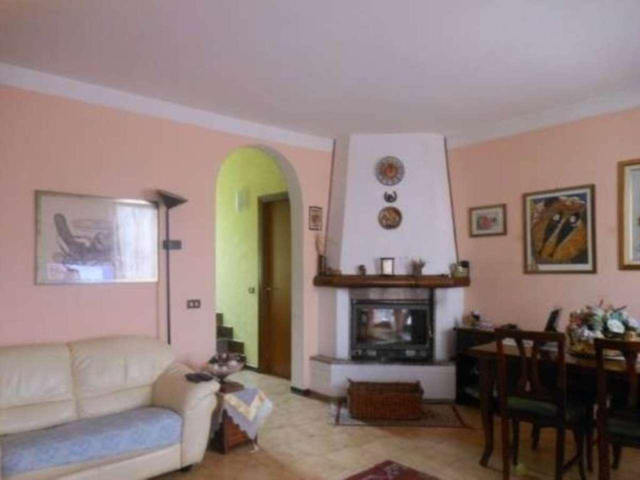 Soluzione Indipendente in vendita a Luino, 6 locali, prezzo € 235.000 | Cambio Casa.it