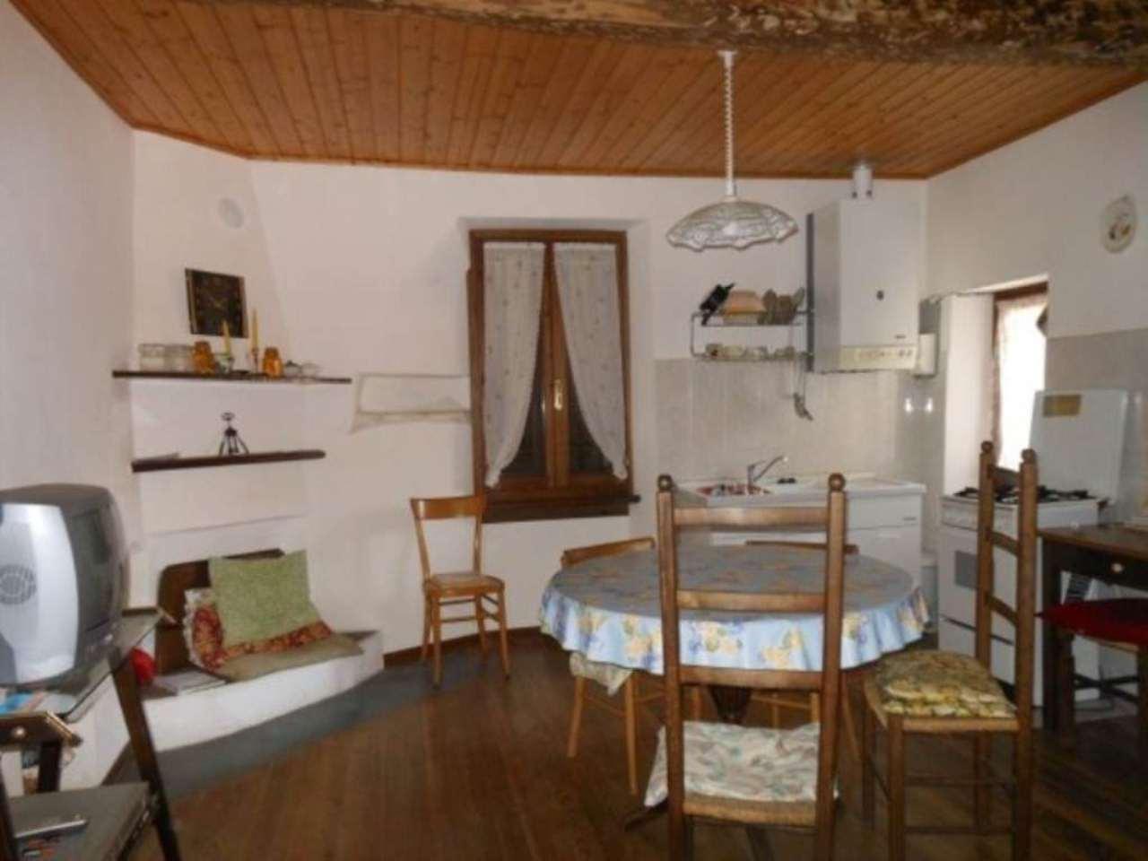 Appartamento in vendita a Dumenza, 3 locali, prezzo € 93.000 | Cambio Casa.it
