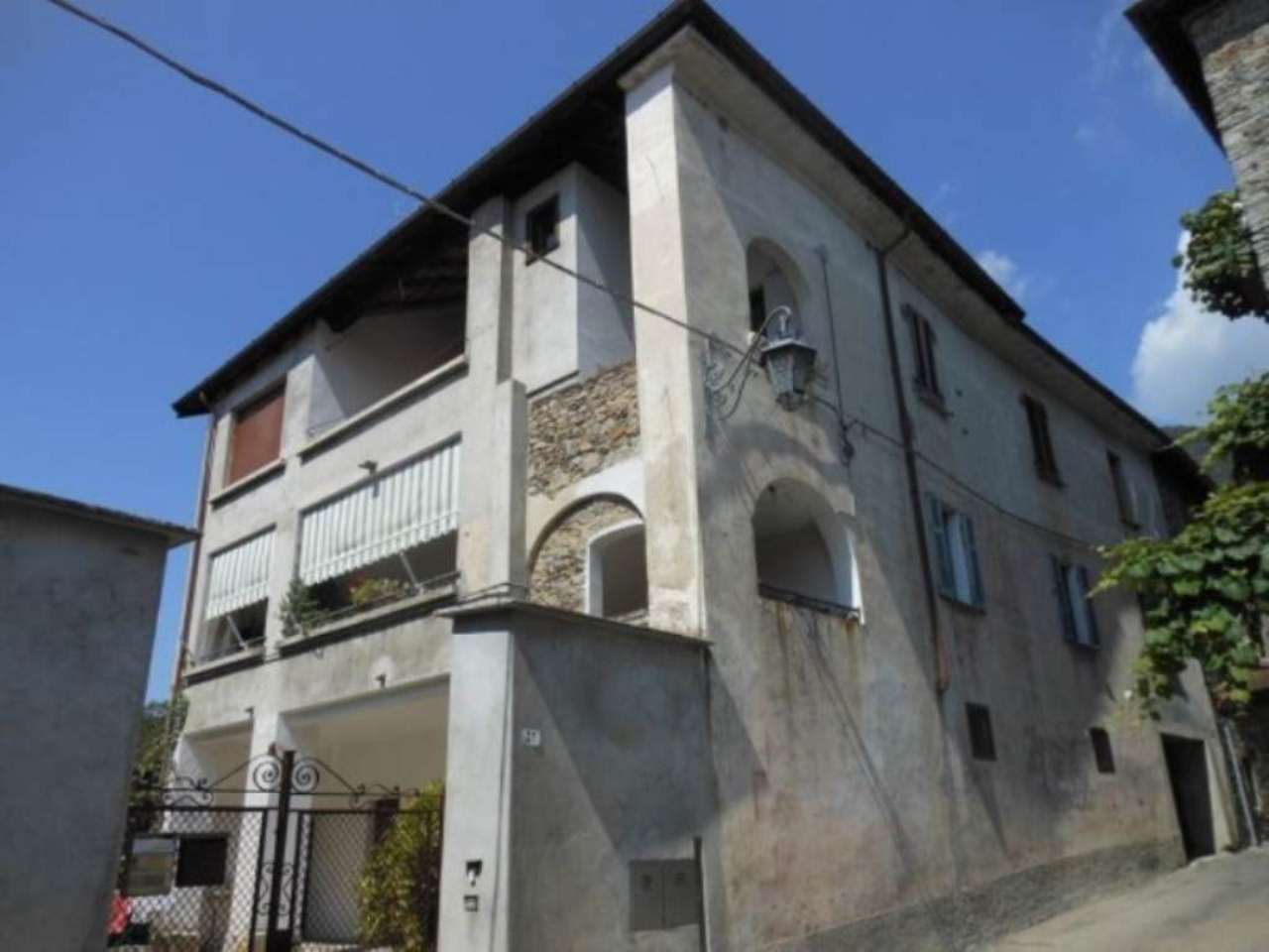 Appartamento in vendita a Dumenza, 3 locali, prezzo € 79.000 | CambioCasa.it