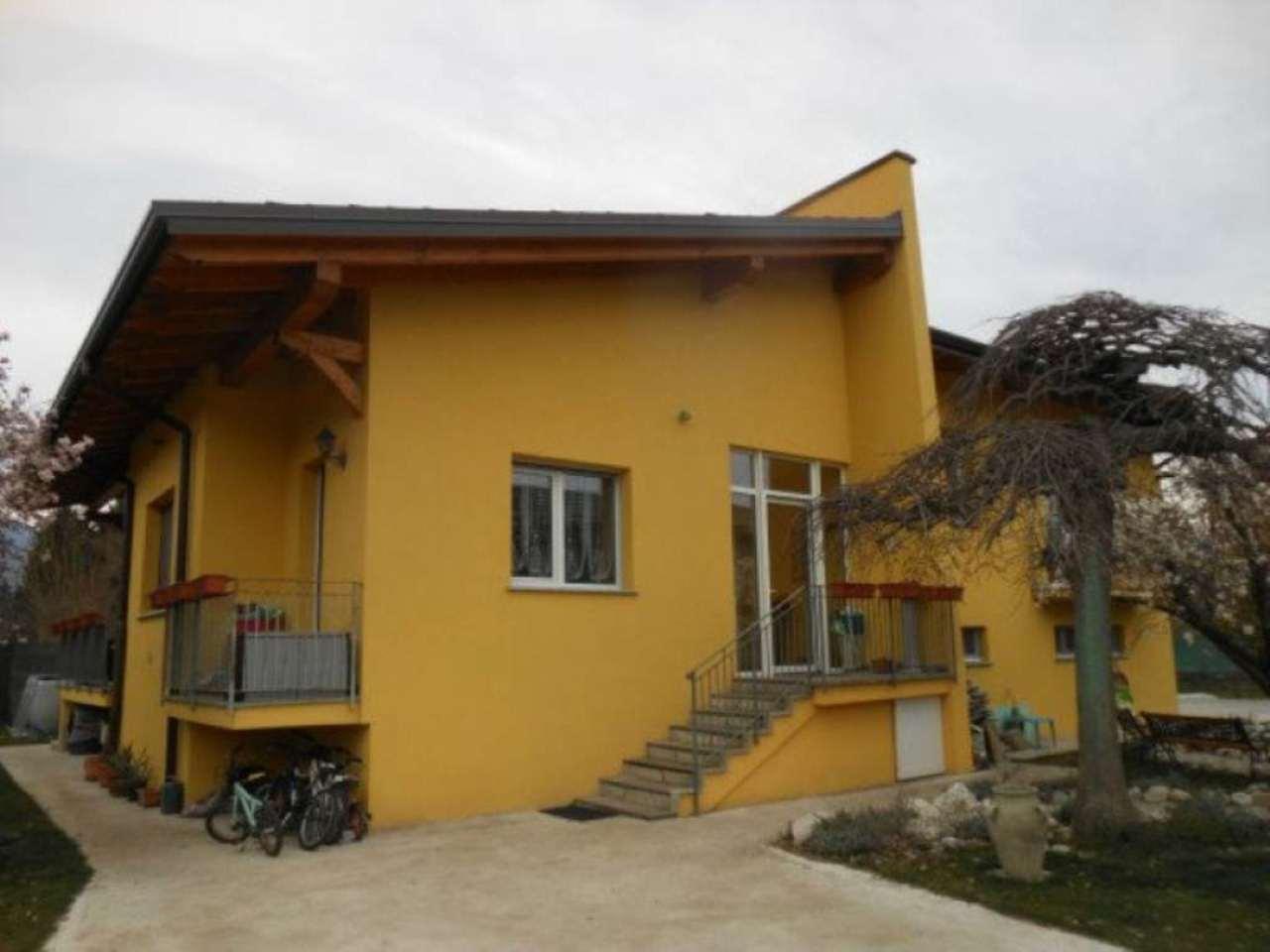 Villa in vendita a Luino, 6 locali, prezzo € 535.000 | CambioCasa.it