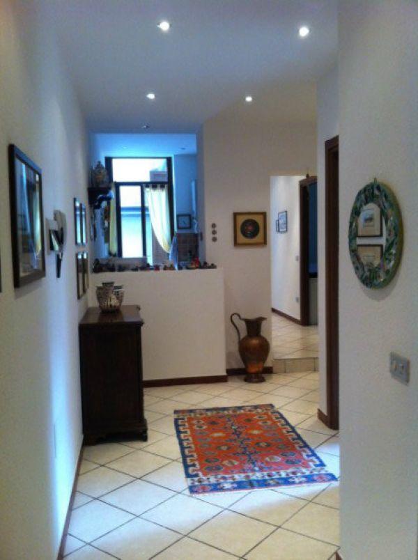 Appartamento in vendita a Luino, 3 locali, prezzo € 170.000 | Cambio Casa.it