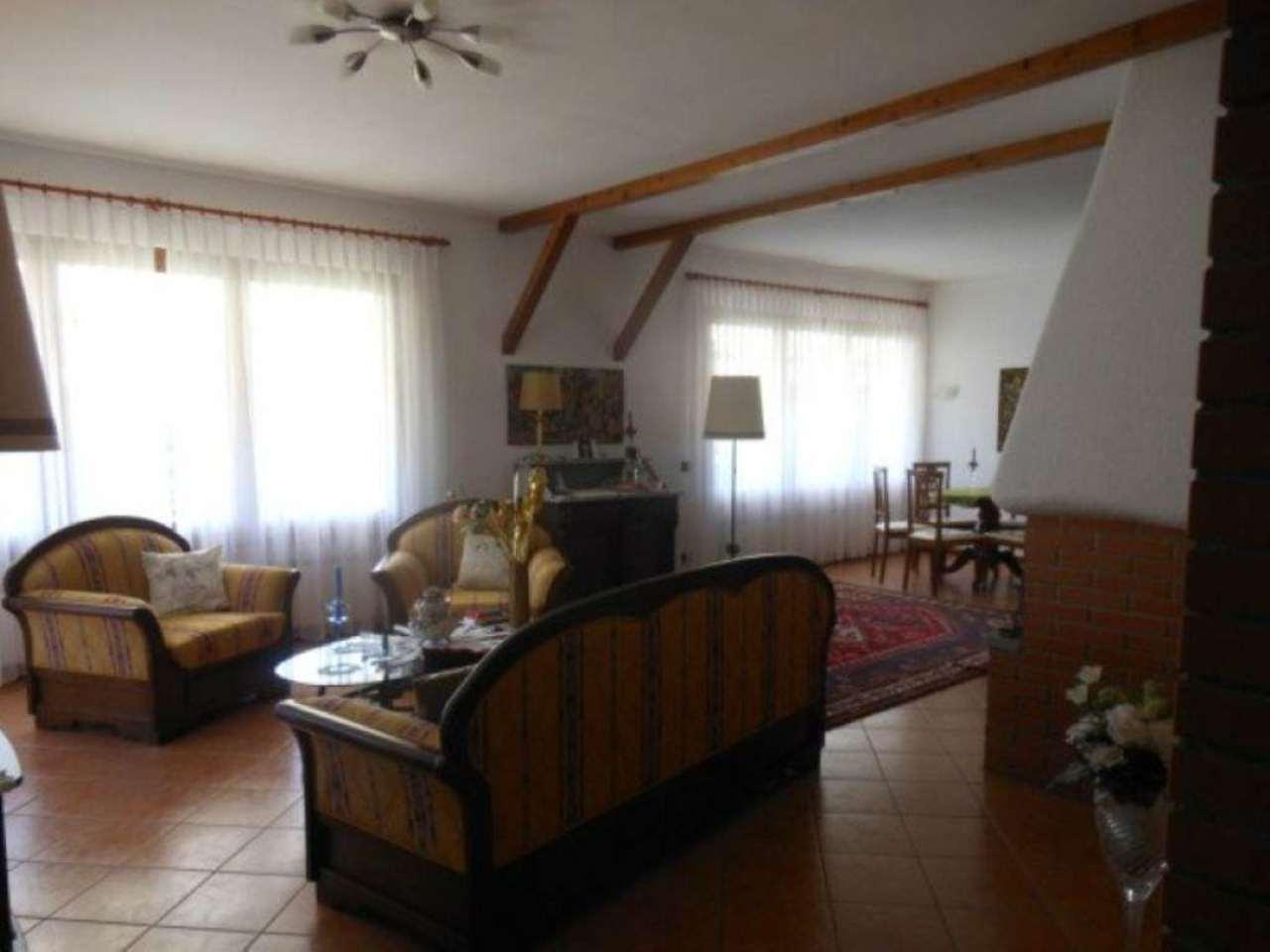 Villa in vendita a Brezzo di Bedero, 6 locali, prezzo € 590.000 | Cambio Casa.it