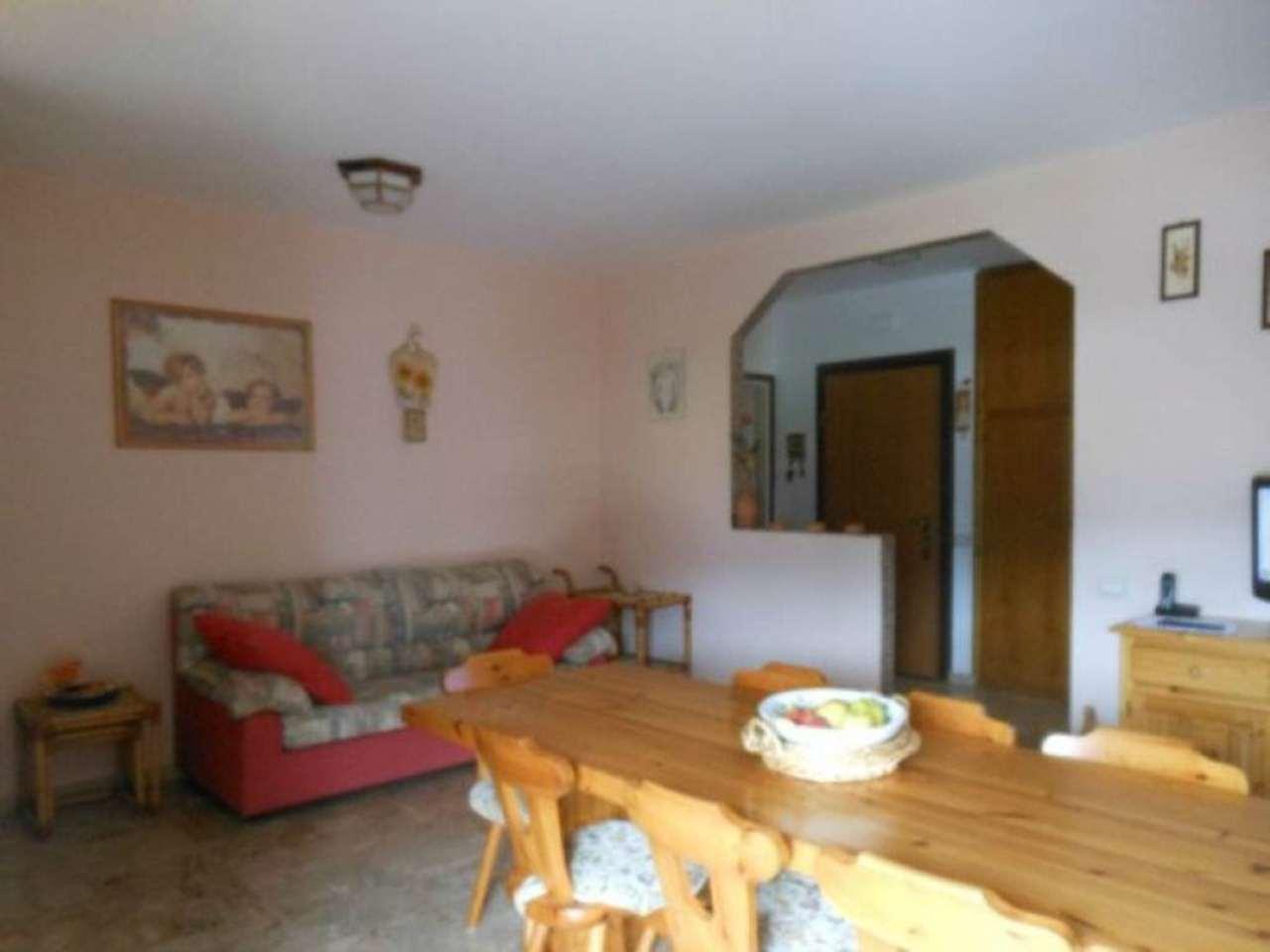 Appartamento in vendita a Luino, 3 locali, prezzo € 147.000 | CambioCasa.it
