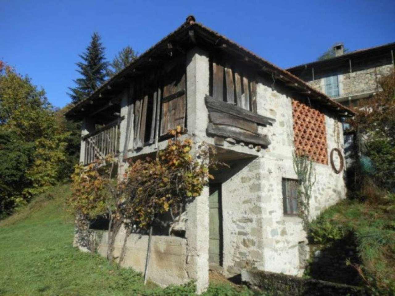 Rustico / Casale in vendita a Luino, 3 locali, prezzo € 85.000 | CambioCasa.it