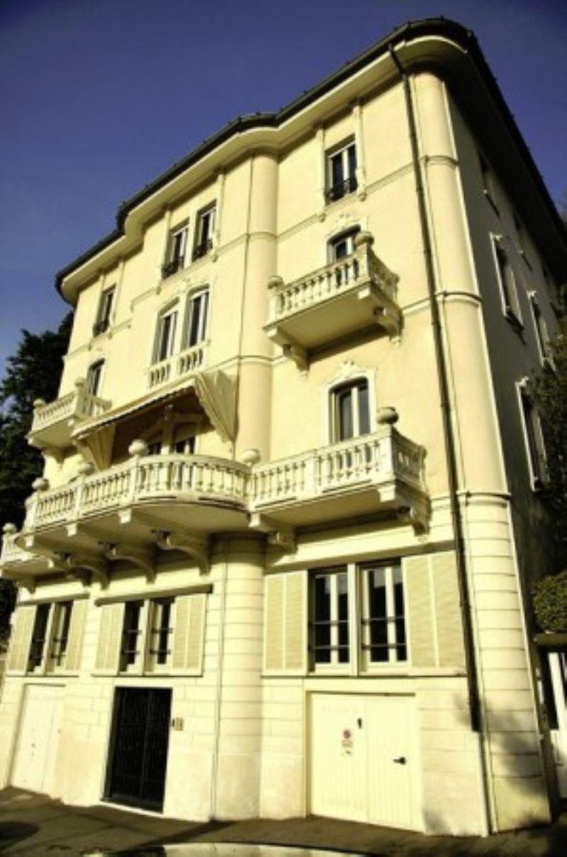 Appartamento in vendita a Como, 4 locali, zona Zona: 1 . Centro - Centro Storico, Trattative riservate | Cambio Casa.it