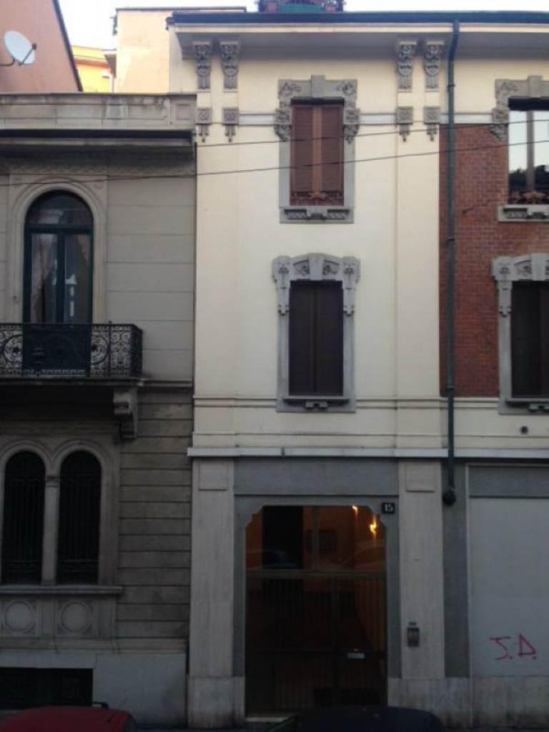 Bilocale Milano Via Nino Bixio 3