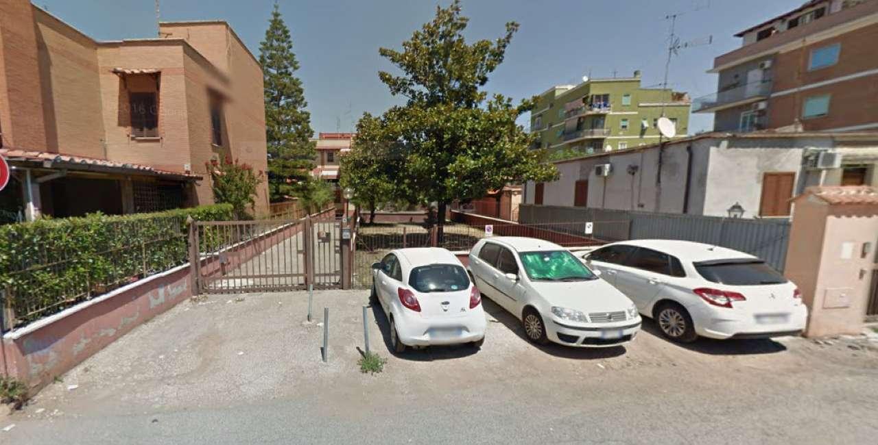 Box / Garage in affitto a Roma, 1 locali, zona Zona: 36 . Finocchio, Torre Gaia, Tor Vergata, Borghesiana, prezzo € 120 | CambioCasa.it