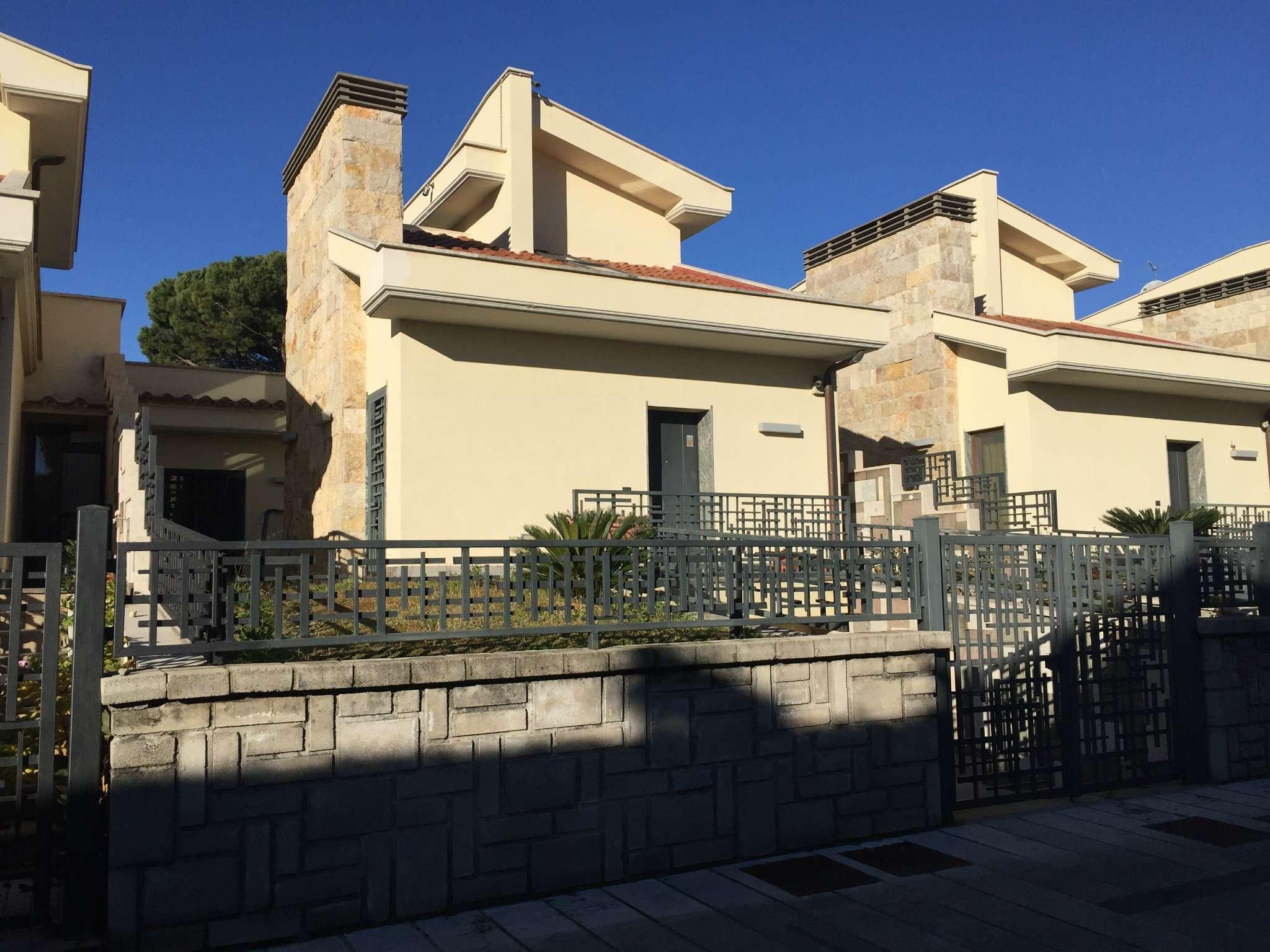 Villa in vendita a Grottaferrata, 7 locali, prezzo € 750.000 | CambioCasa.it