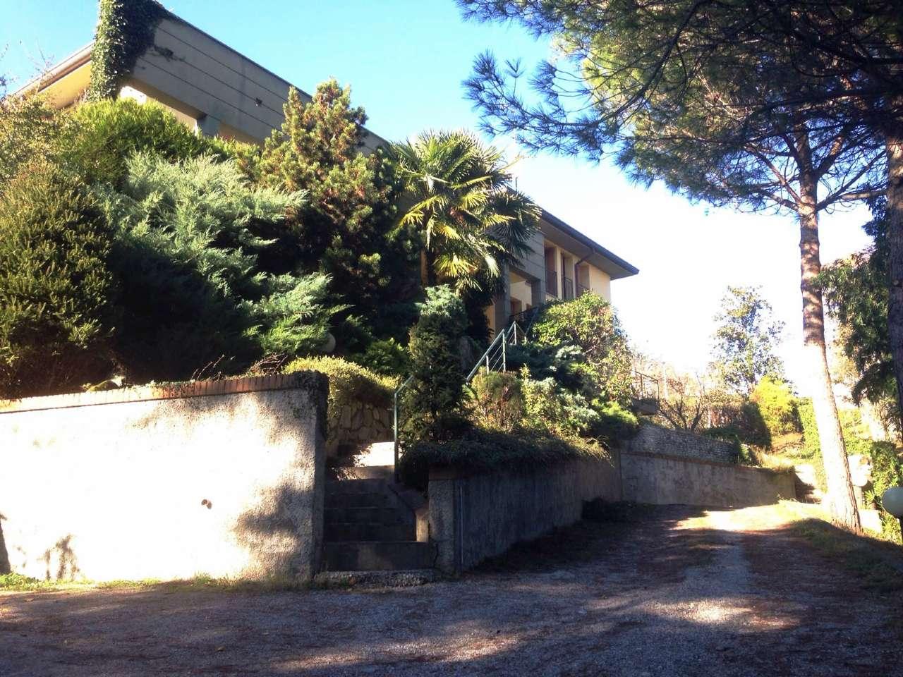 Villa in vendita a Imbersago, 10 locali, prezzo € 550.000   CambioCasa.it