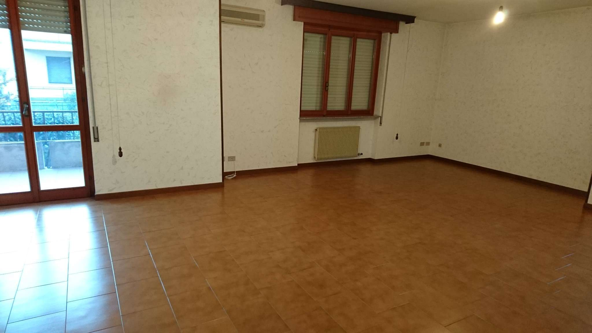Appartamento in vendita a Cadeo, 4 locali, prezzo € 155.000 | CambioCasa.it