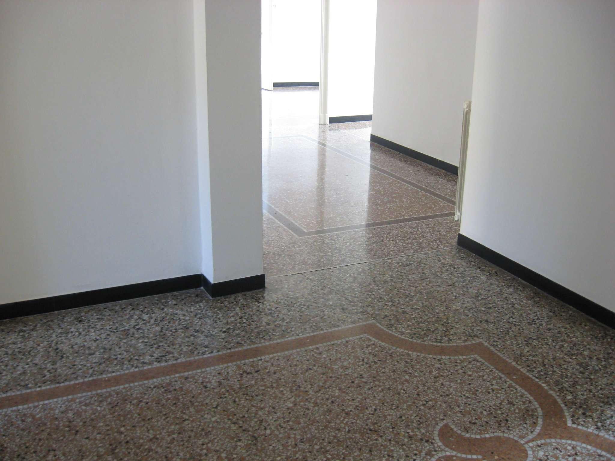 Appartamento in affitto a Genova, 7 locali, prezzo € 1.000 | Cambio Casa.it