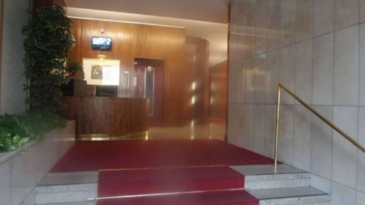 Ufficio / Studio in affitto a Milano, 6 locali, zona Zona: 12 . De Angeli, Vercelli, Washington, Sicilia, S. Michele del Carso, prezzo € 2.660 | Cambio Casa.it