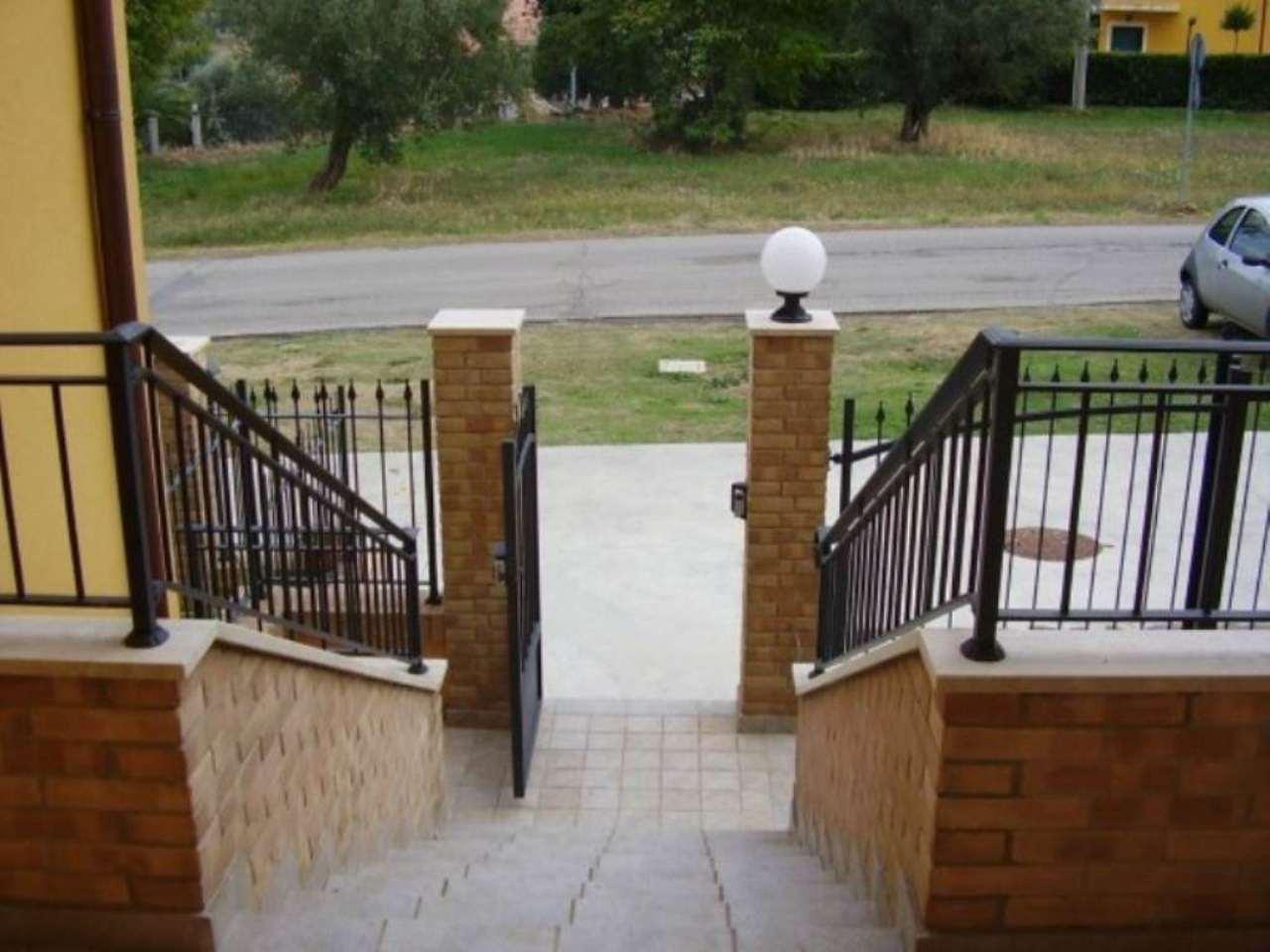 Soluzione Indipendente in vendita a Mosciano Sant'Angelo, 6 locali, prezzo € 180.000 | Cambio Casa.it