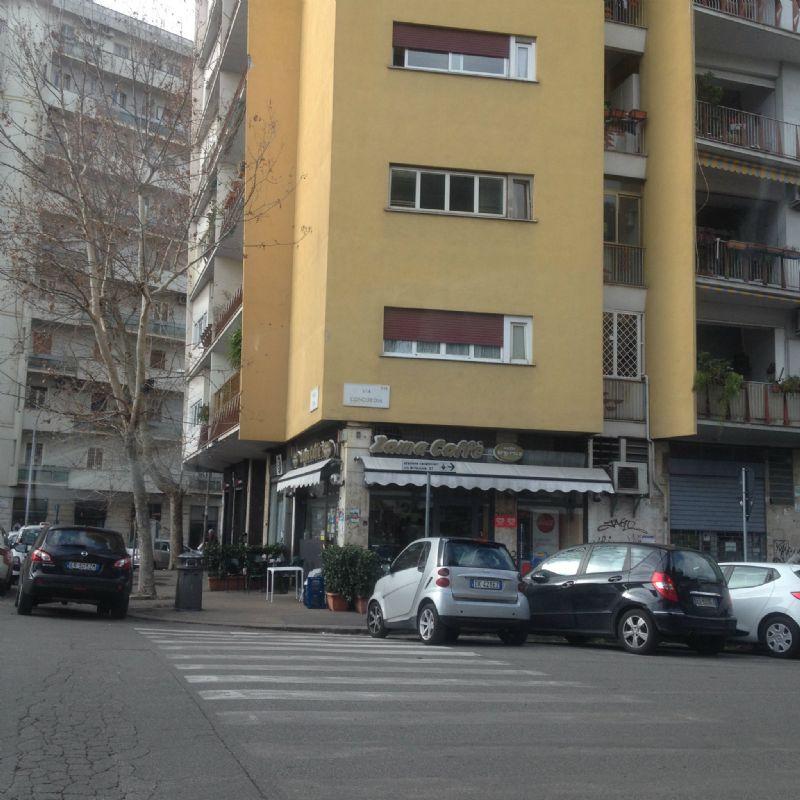 Magazzino in affitto a Roma, 6 locali, zona Zona: 14 . San Giovanni, Re di Roma, P.ta Metronia, prezzo € 1.600 | Cambio Casa.it