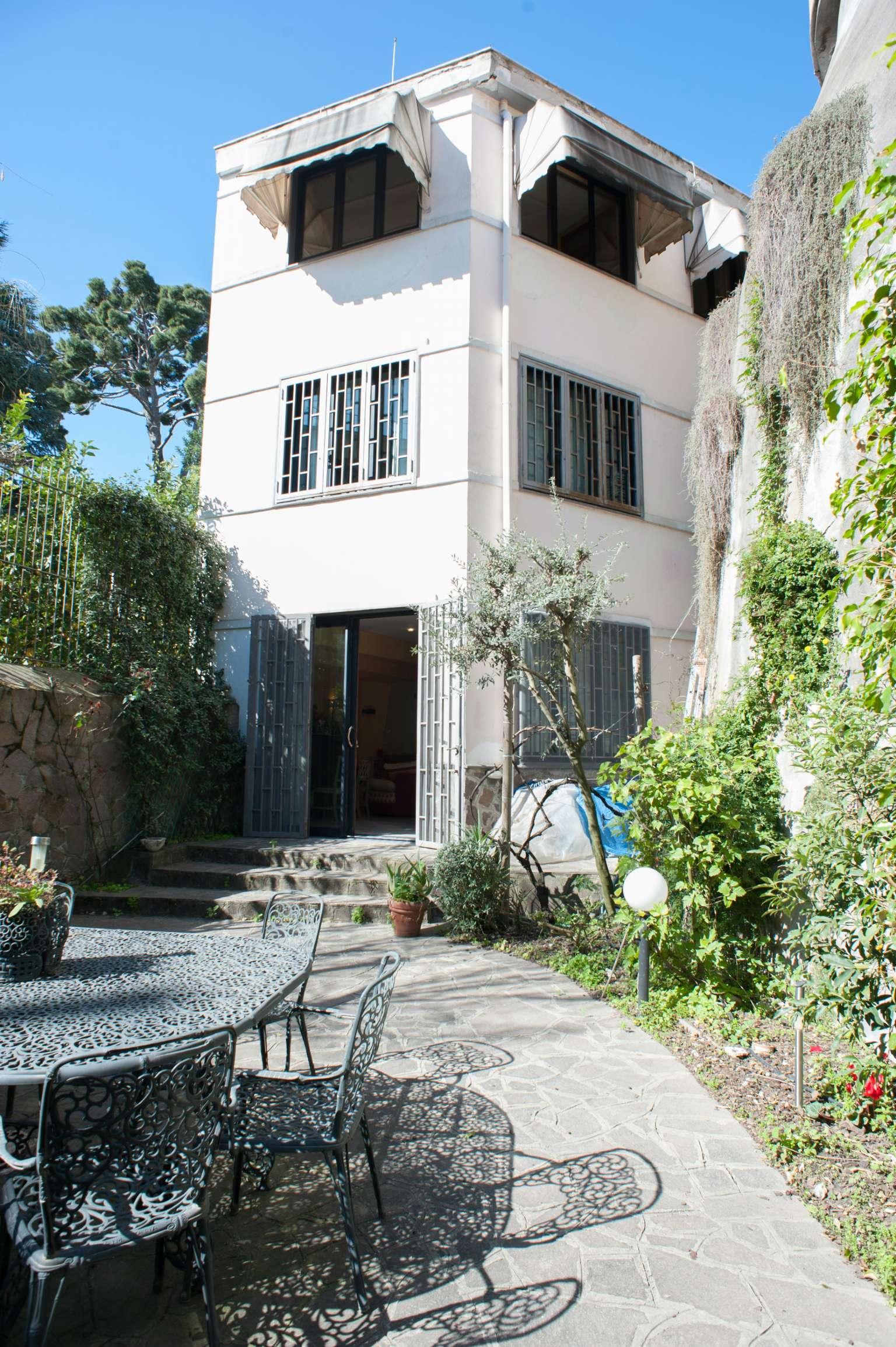 Palazzo / Stabile in vendita a Napoli, 6 locali, zona Zona: 1 . Chiaia, Posillipo, San Ferdinando, prezzo € 820.000 | CambioCasa.it