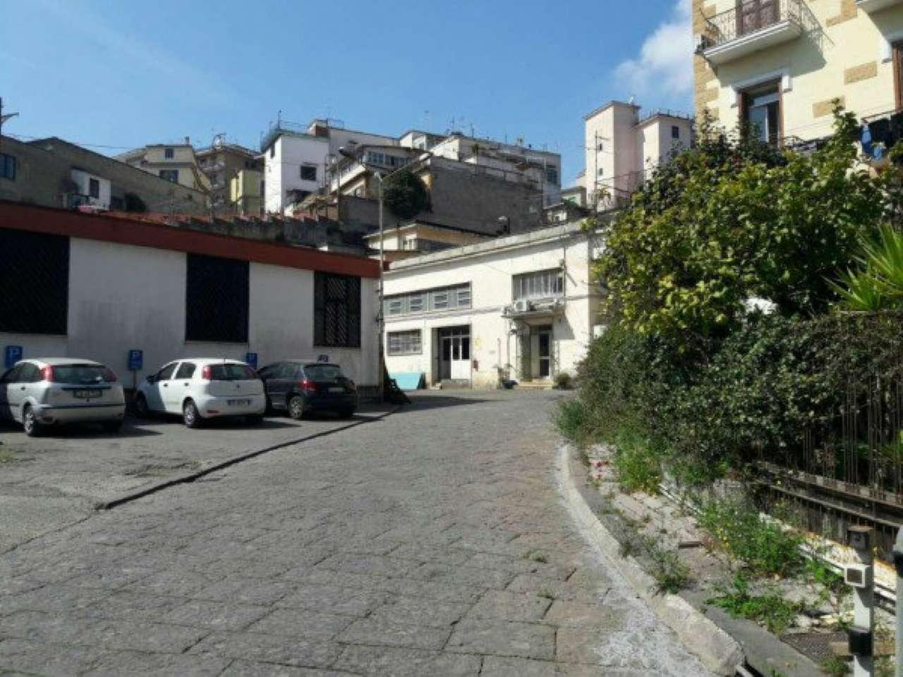 Capannone in affitto a Napoli, 26 locali, zona Zona: 3 . San Carlo all'Arena, Stella, Capodimonte, Colli Arinei, prezzo € 7.000 | CambioCasa.it