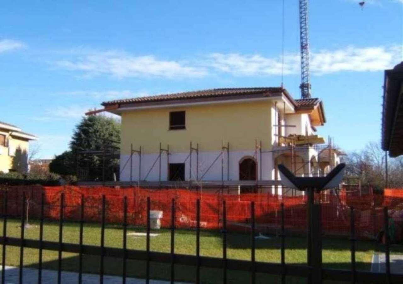 Soluzione Indipendente in vendita a Varese, 6 locali, prezzo € 450.000   Cambio Casa.it