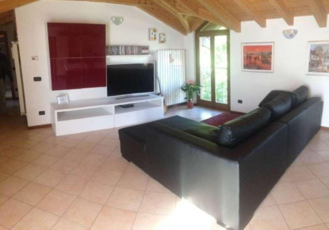 Appartamento in vendita a Azzate, 3 locali, prezzo € 160.000 | Cambio Casa.it