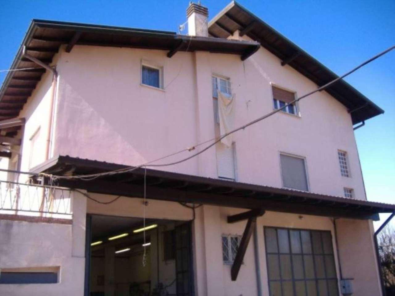 Villa Bifamiliare in Vendita a Angera