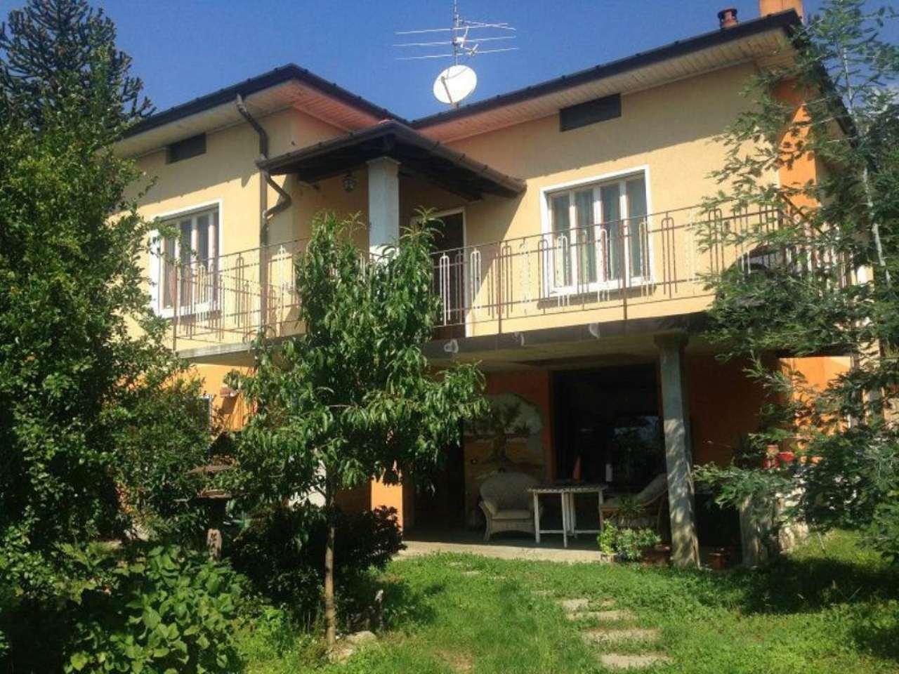 Villa in vendita a Comerio, 7 locali, prezzo € 380.000 | Cambio Casa.it