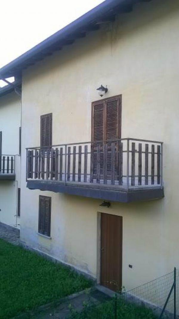 Villa a Schiera in vendita a Montegrino Valtravaglia, 4 locali, Trattative riservate | Cambio Casa.it