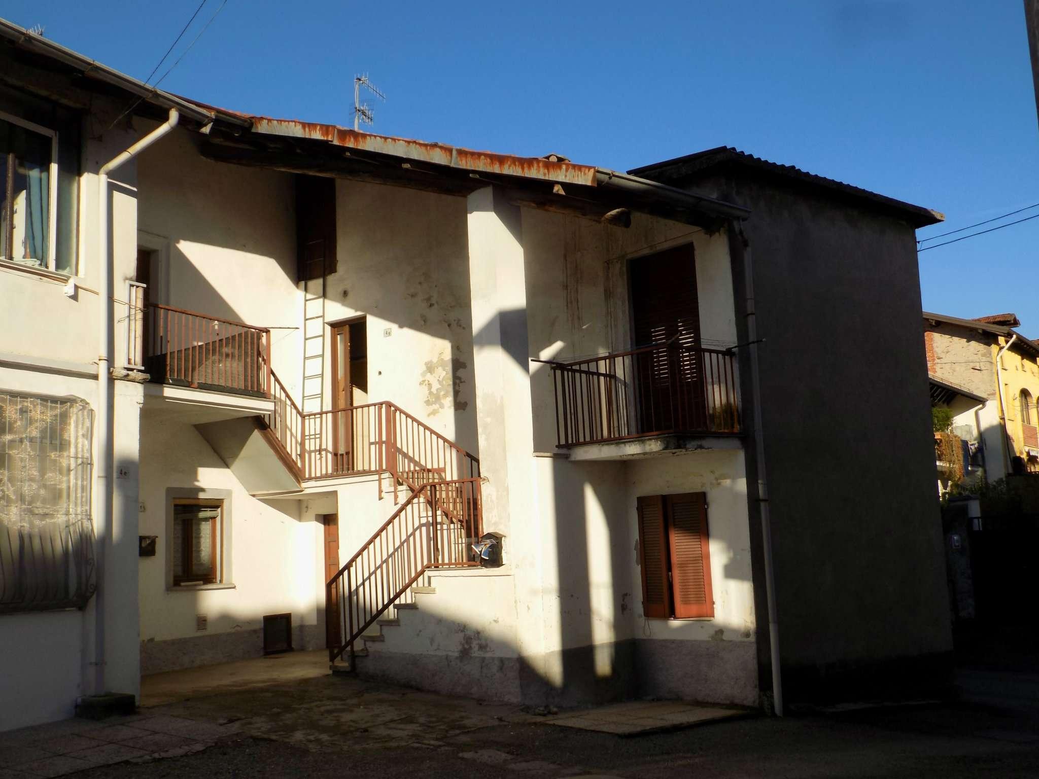 Appartamento in vendita a Biandronno, 3 locali, prezzo € 38.000 | Cambio Casa.it