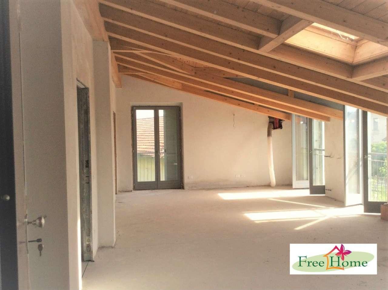 Appartamento in vendita a Gavirate, 4 locali, prezzo € 164.000 | Cambio Casa.it