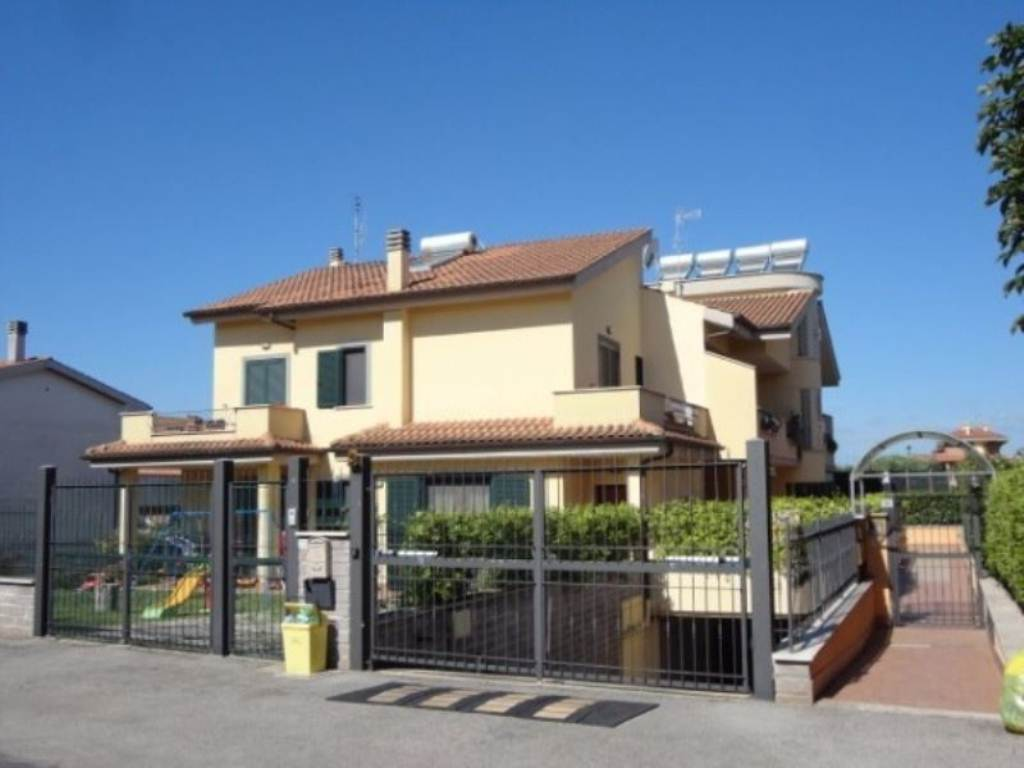 Attico / Mansarda in vendita a Lanuvio, 3 locali, prezzo € 59.000   Cambio Casa.it