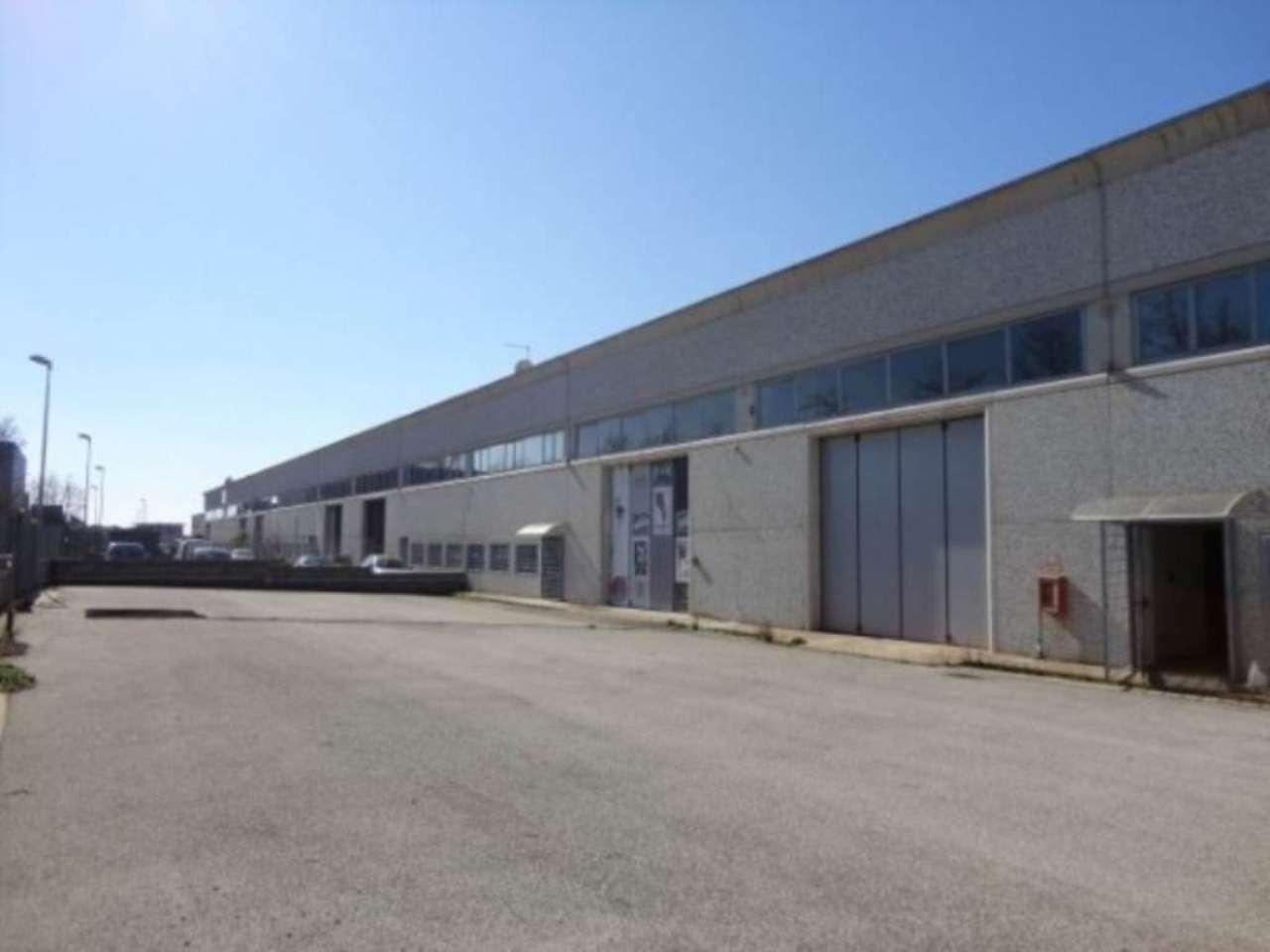 Capannone in vendita a Pomezia, 3 locali, prezzo € 650.000 | Cambio Casa.it