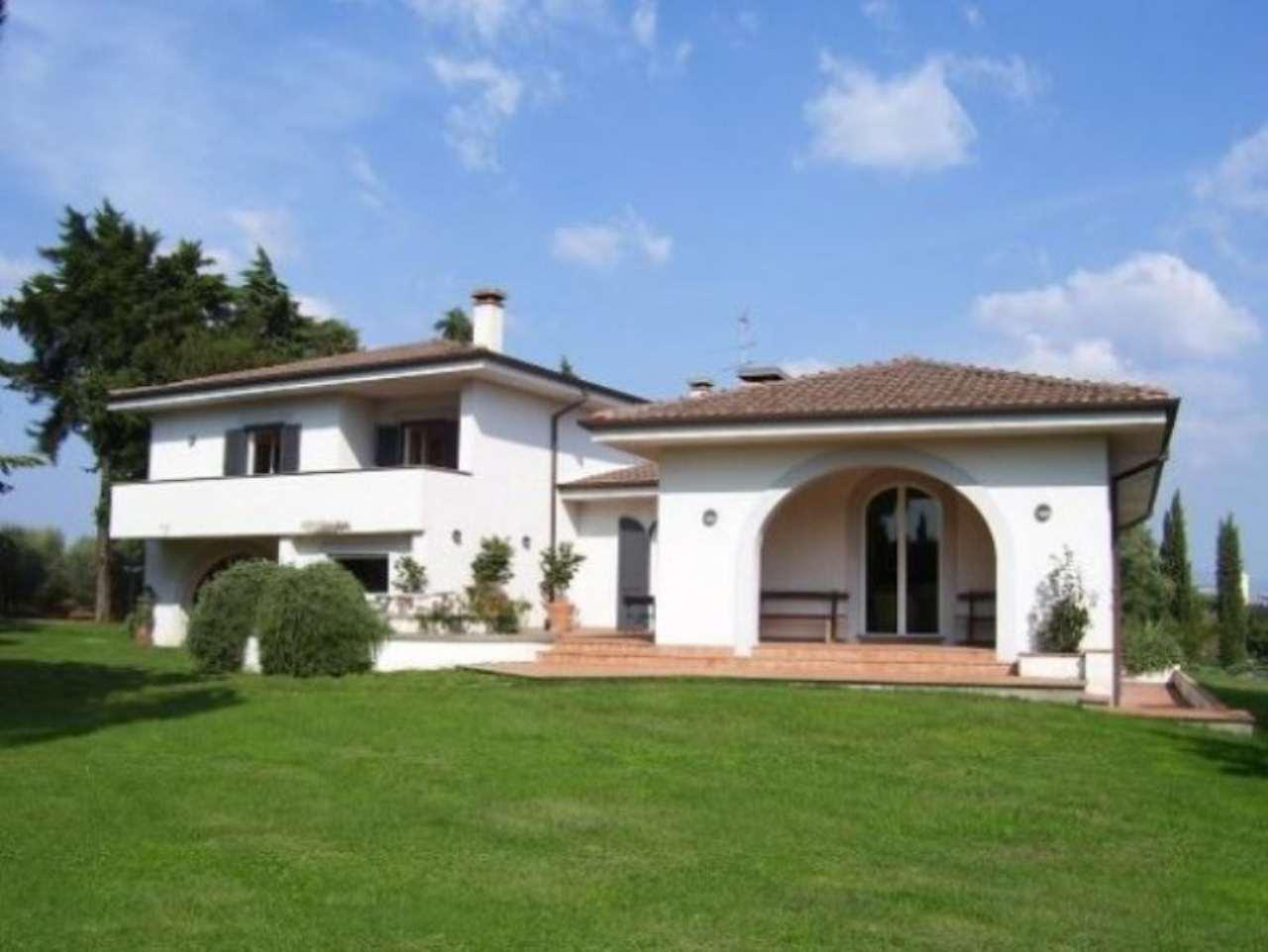 Villa in vendita a Pomezia, 6 locali, Trattative riservate | Cambio Casa.it