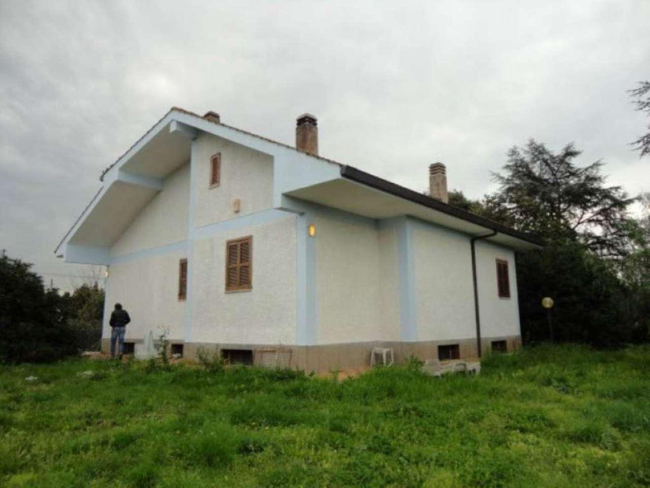 Villa in vendita a Albano Laziale, 8 locali, prezzo € 320.000 | Cambio Casa.it