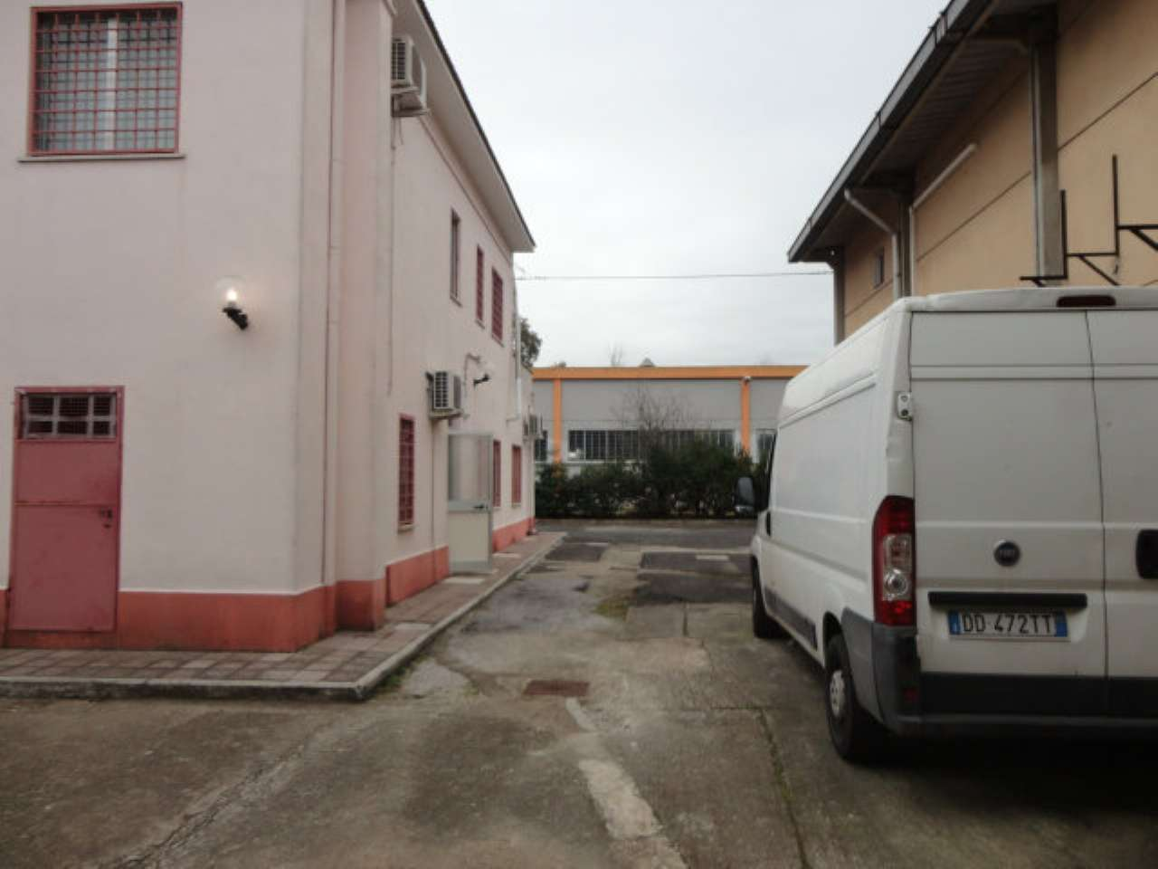 Magazzino in Affitto a Pomezia
