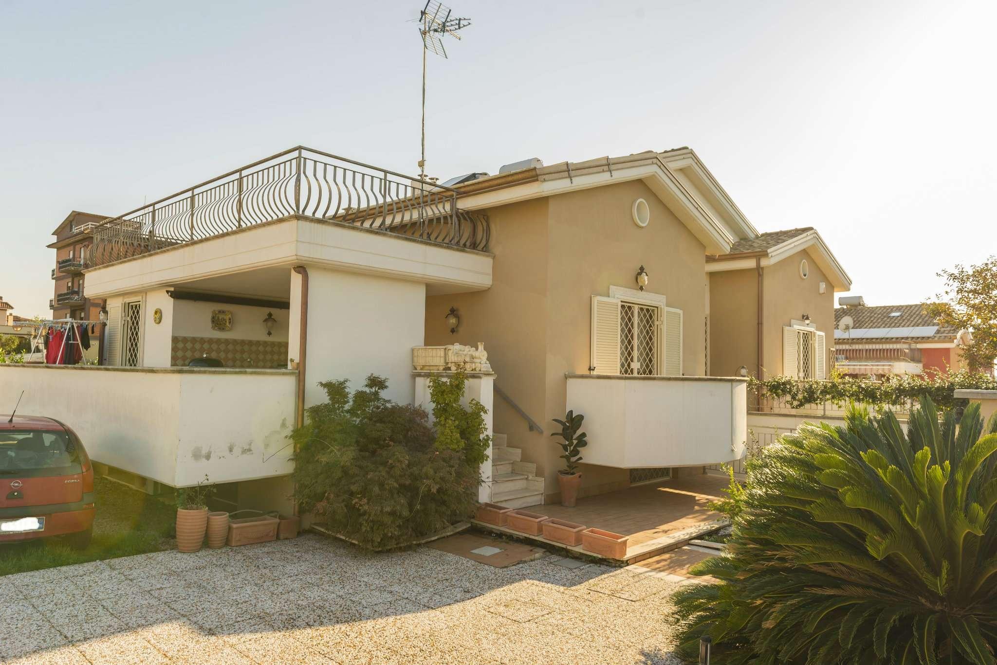 Villa Bifamiliare in vendita 4 vani 160 mq.  via Vittorito 33 Roma
