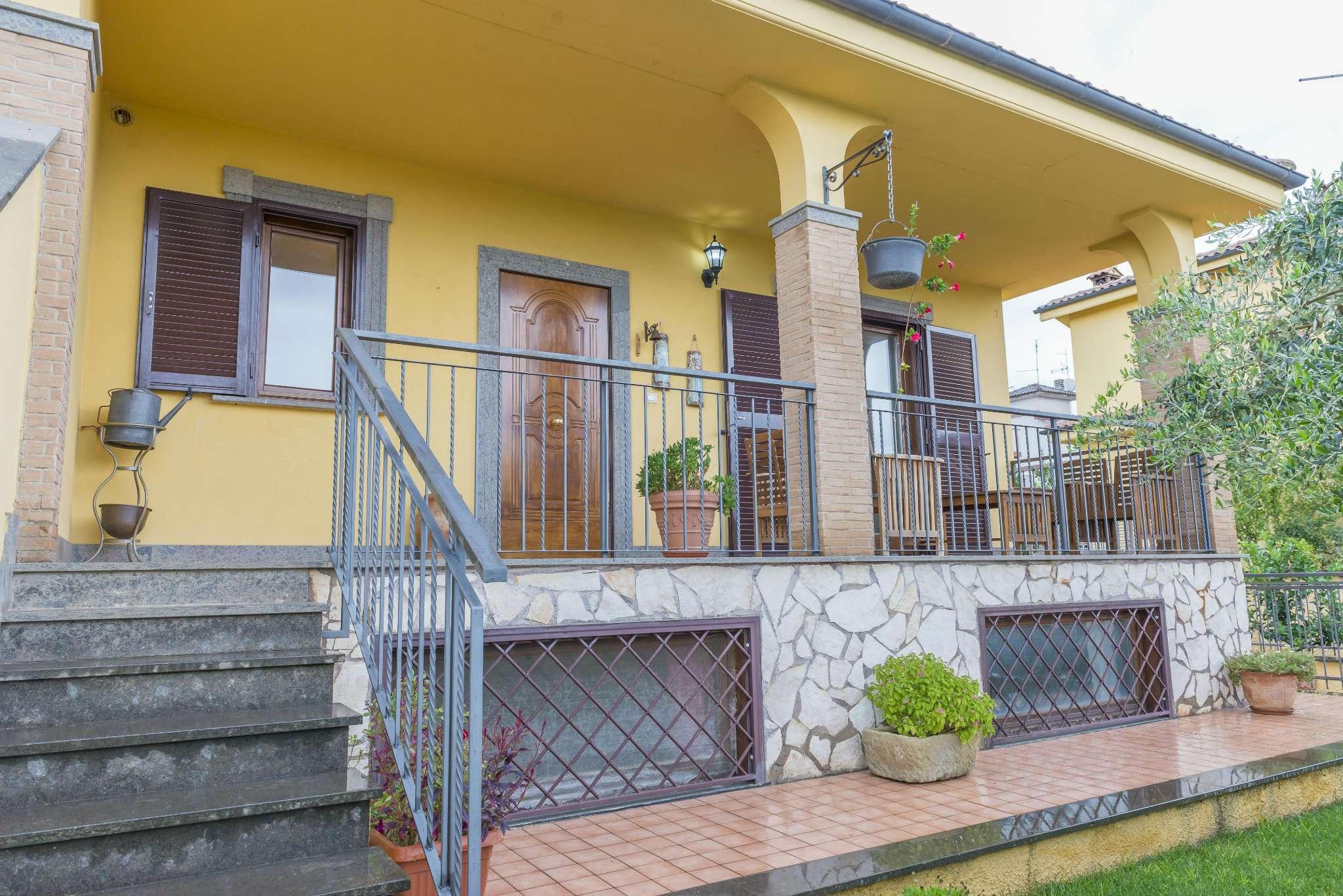 Villa in vendita 5 vani 150 mq.  via Pianapuccia Roma