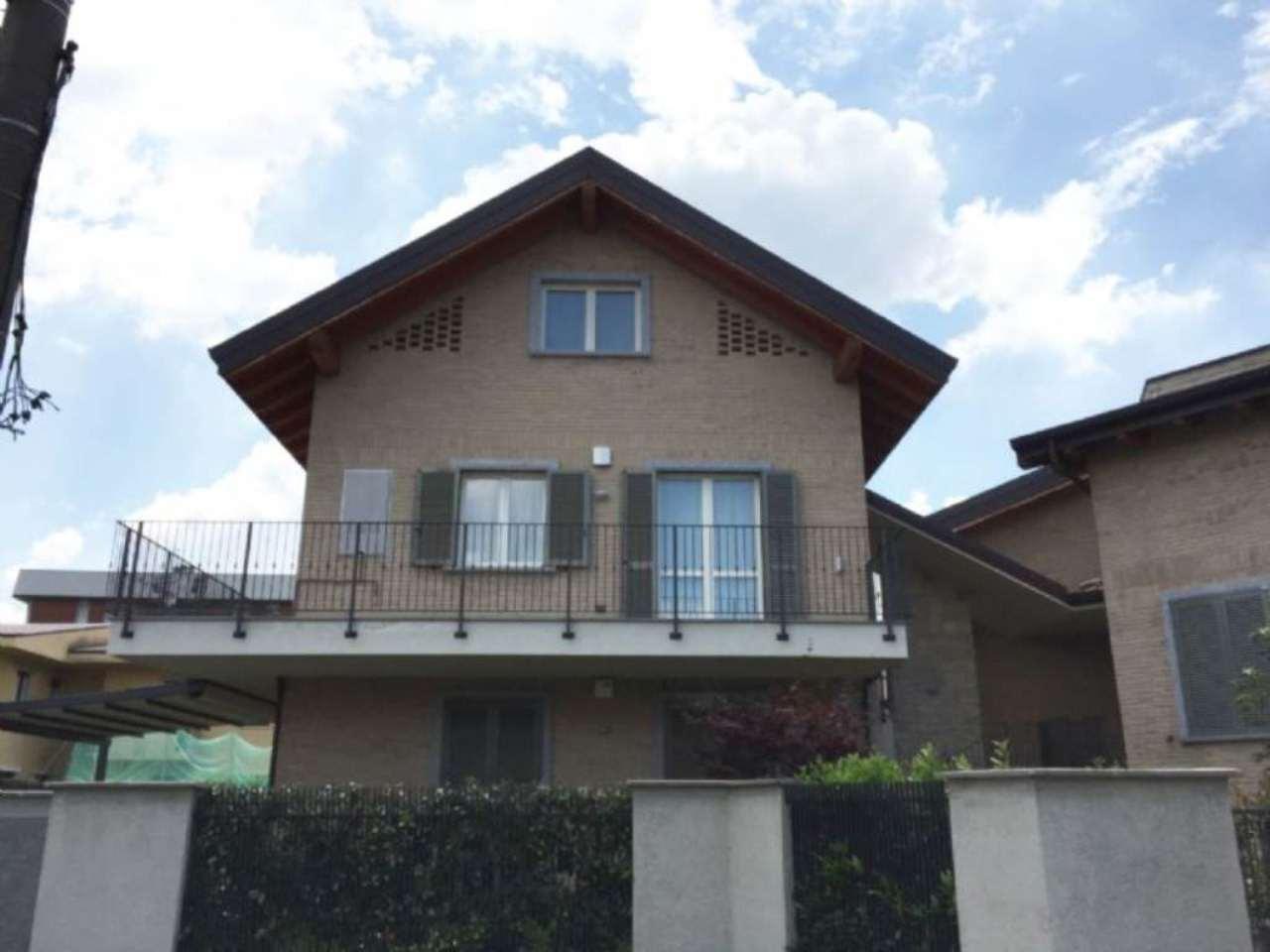 Bilocale Carate Brianza Via Venezia 11