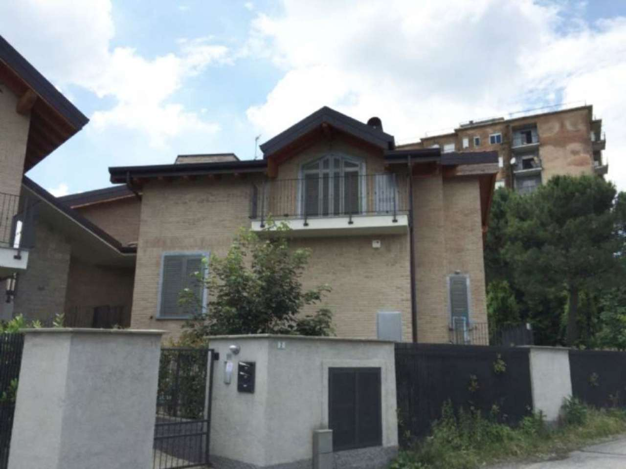 Bilocale Carate Brianza Via Venezia 12
