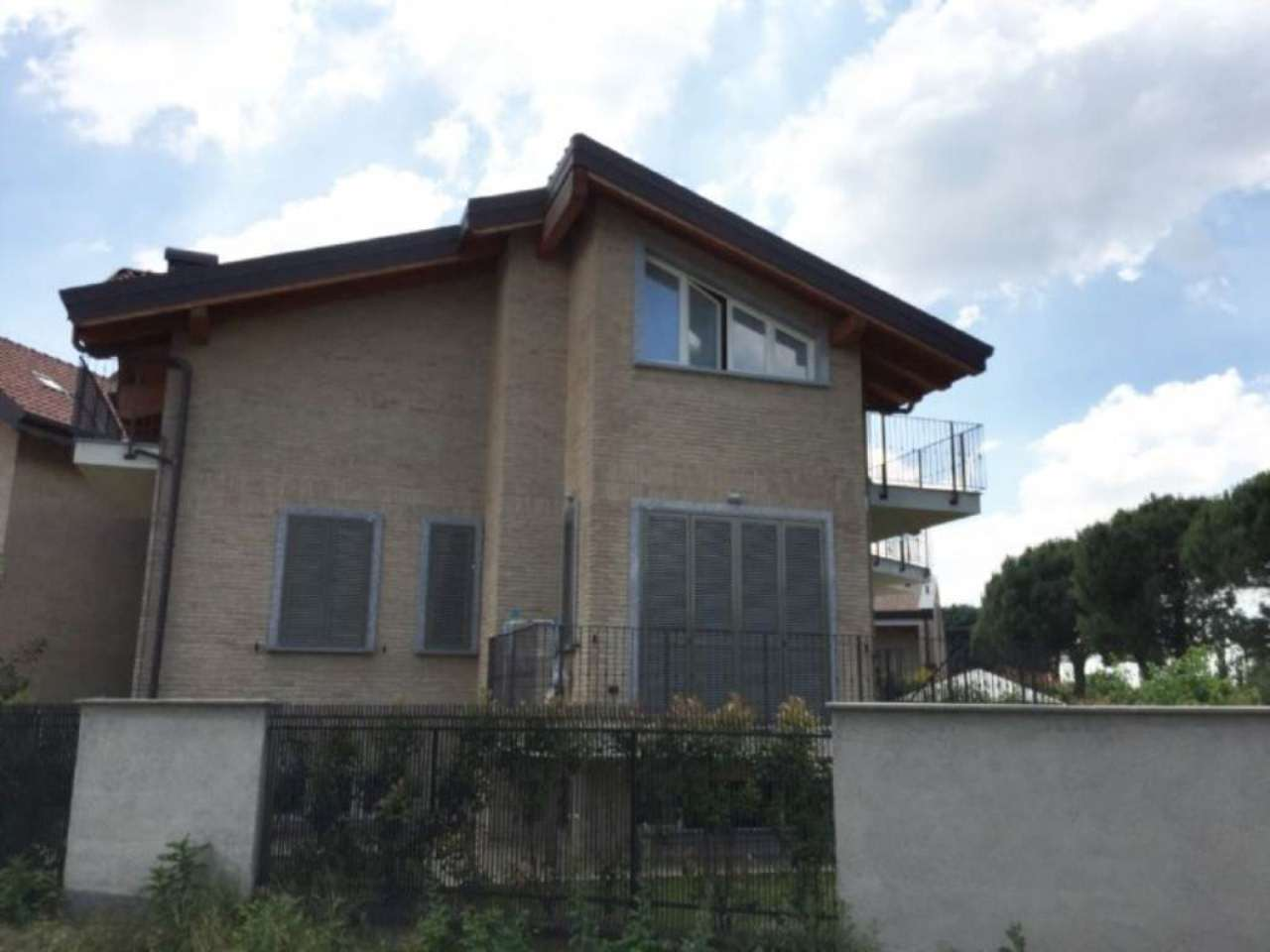 Bilocale Carate Brianza Via Venezia 13