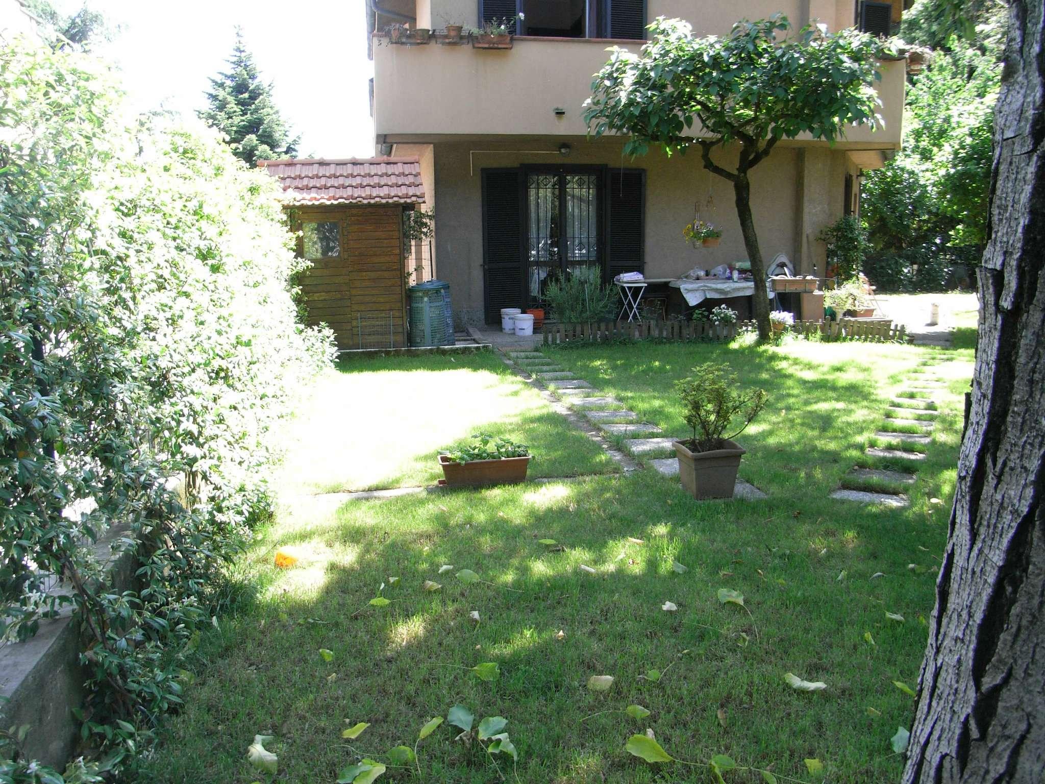 Villa in vendita a Desio, 5 locali, prezzo € 350.000 | Cambio Casa.it