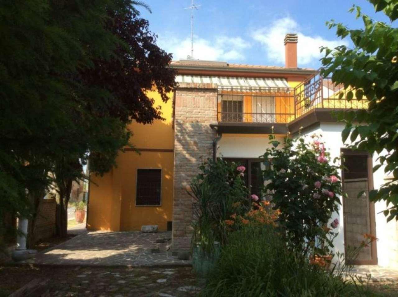 Soluzione Indipendente in vendita a Ostellato, 9 locali, prezzo € 290.000 | CambioCasa.it
