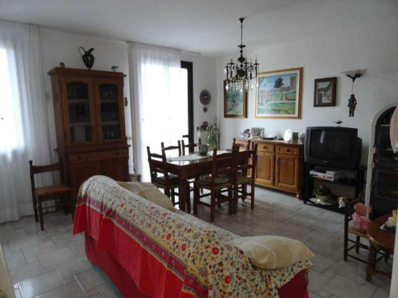 Palazzo / Stabile in Vendita a Sarsina