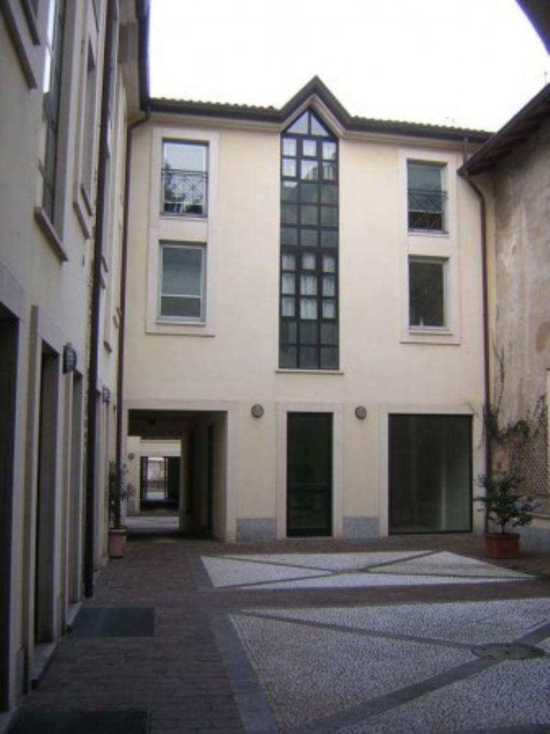 Negozio / Locale in vendita a Varese, 4 locali, prezzo € 200.000 | Cambio Casa.it