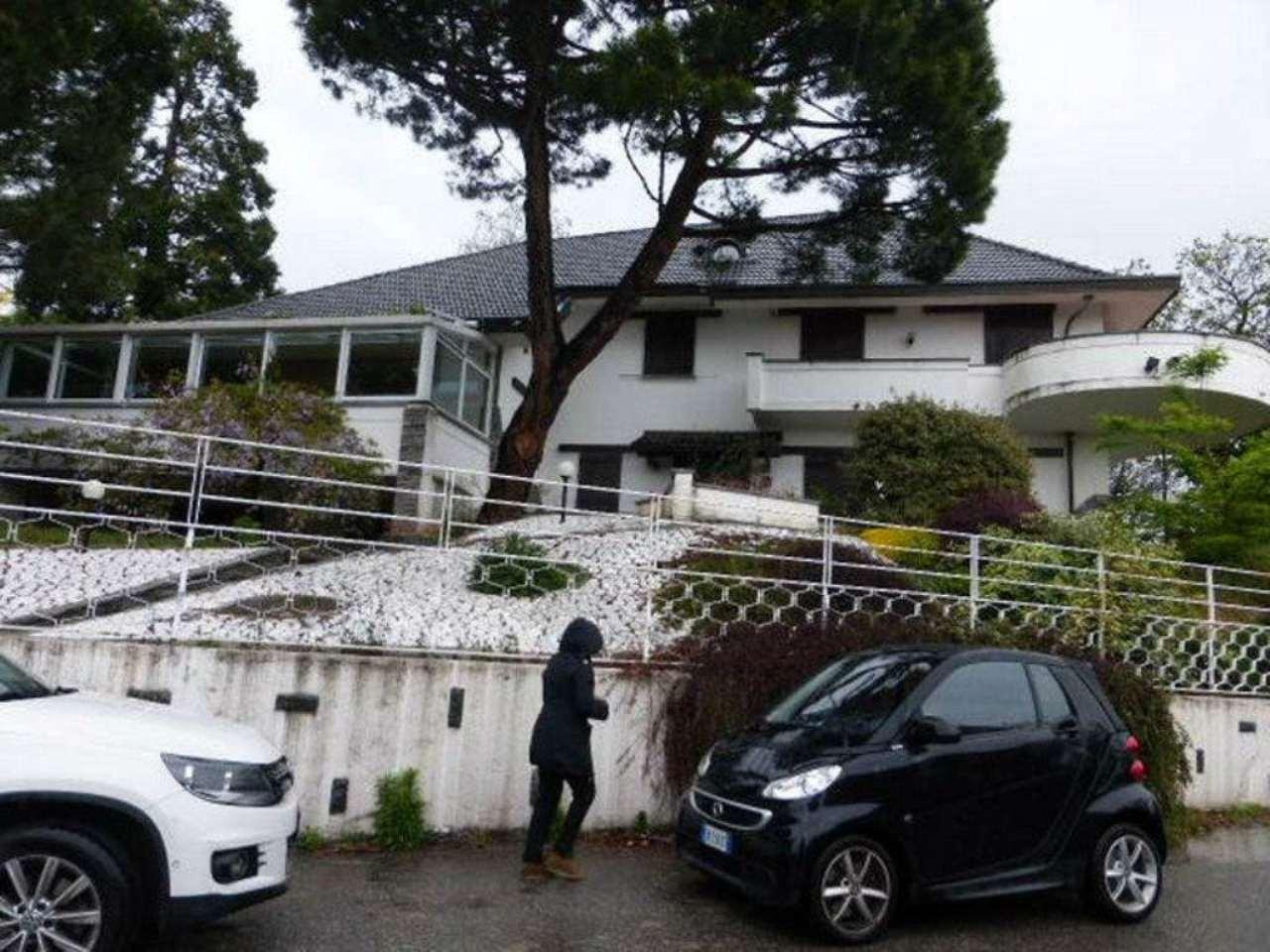 Villa in vendita a Varese, 6 locali, prezzo € 800.000 | CambioCasa.it