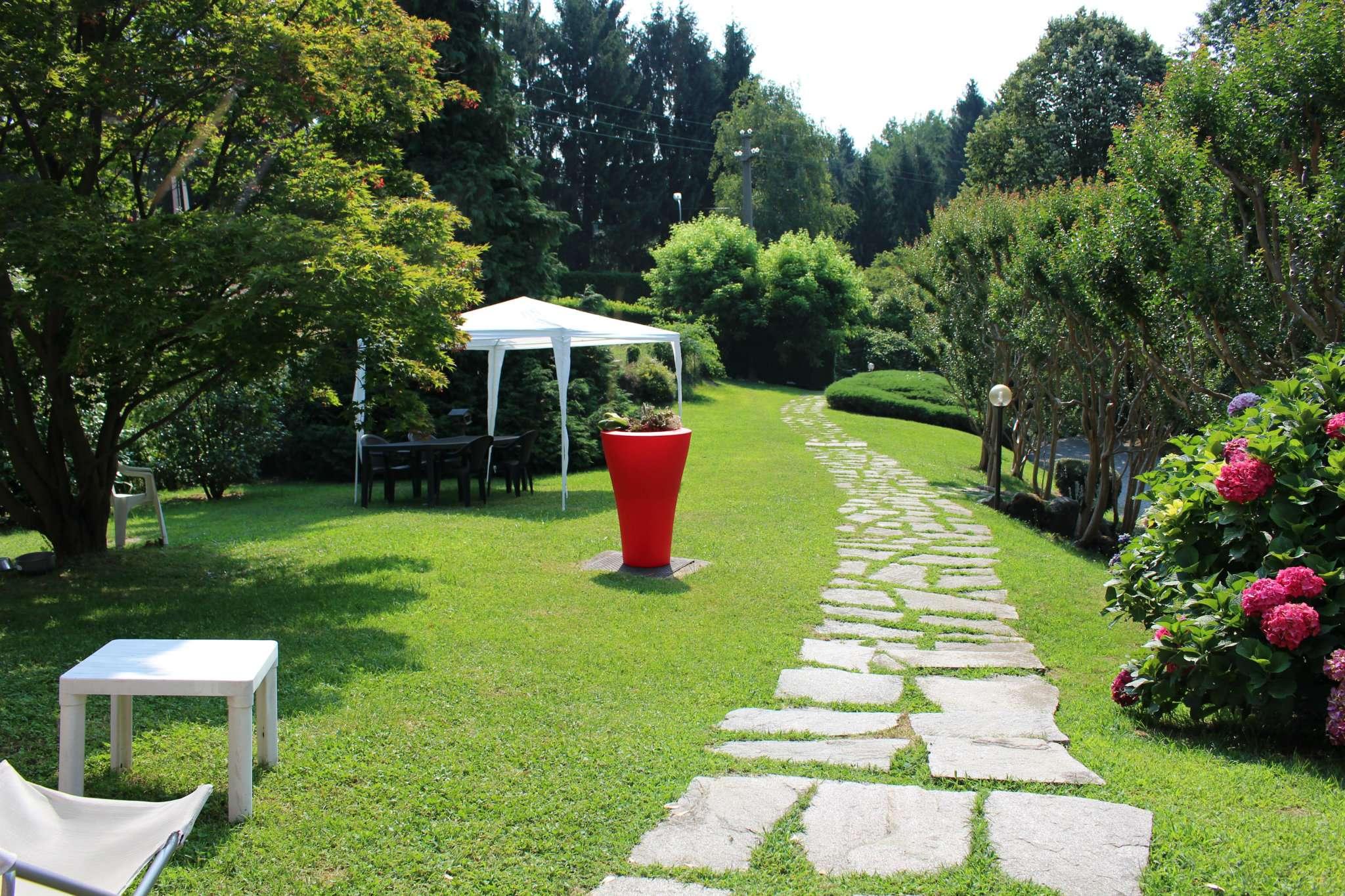 Villa in Vendita a Luvinate