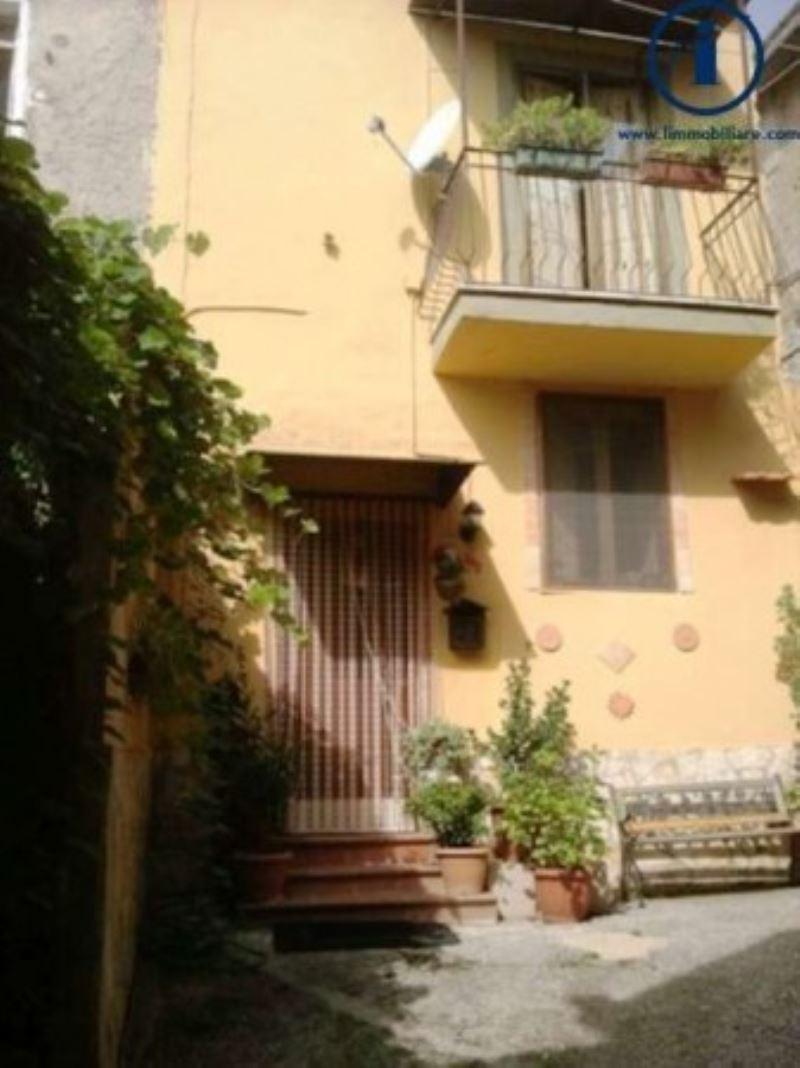 Bilocale Castel Morrone Via Torone 1