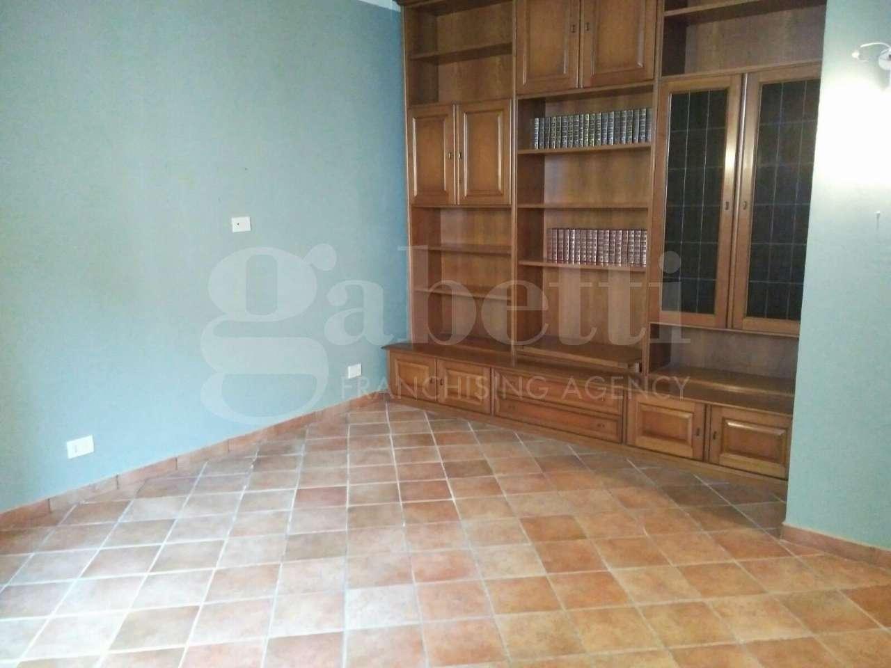 Appartamento in vendita 4 vani 75 mq.  via dei Cioli Firenze